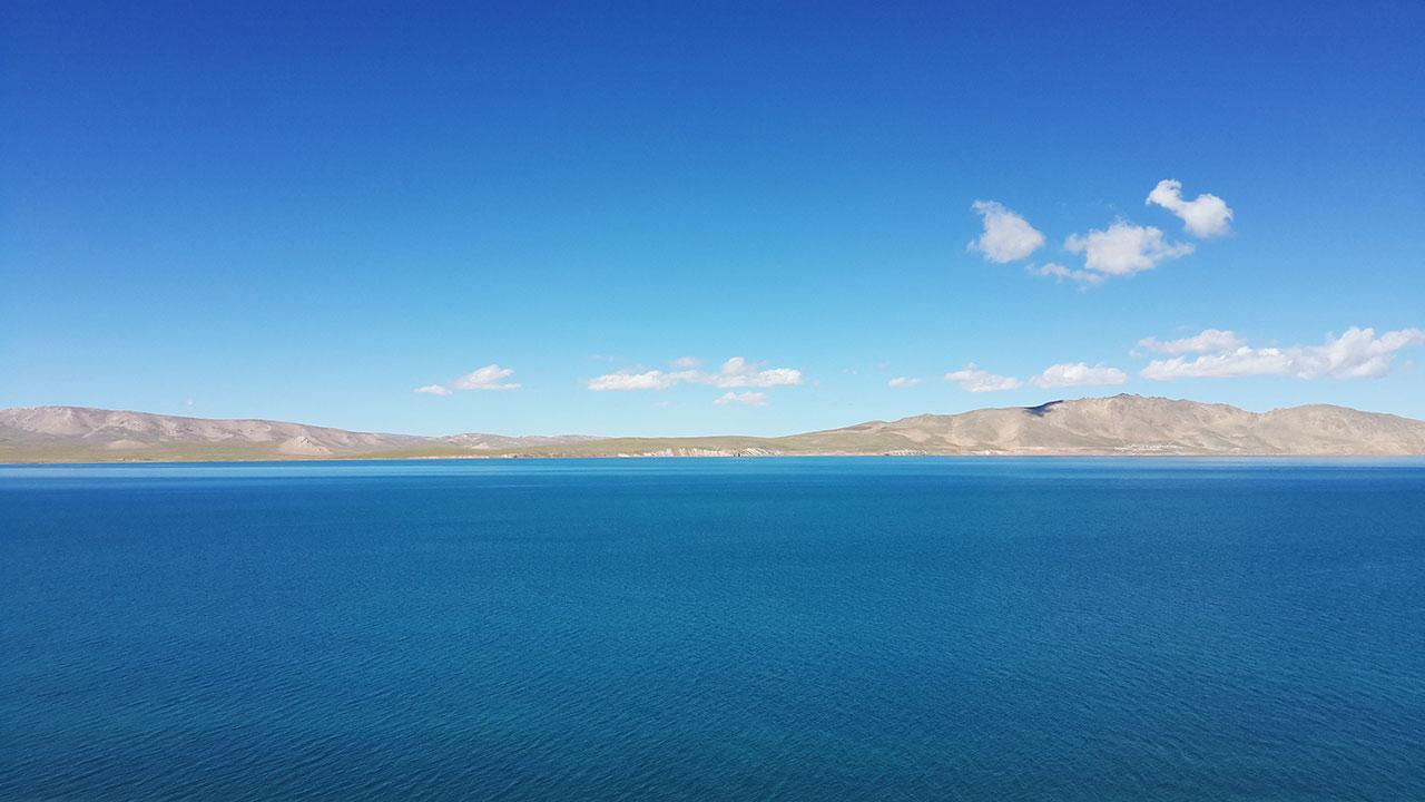 Cuo Na Lake